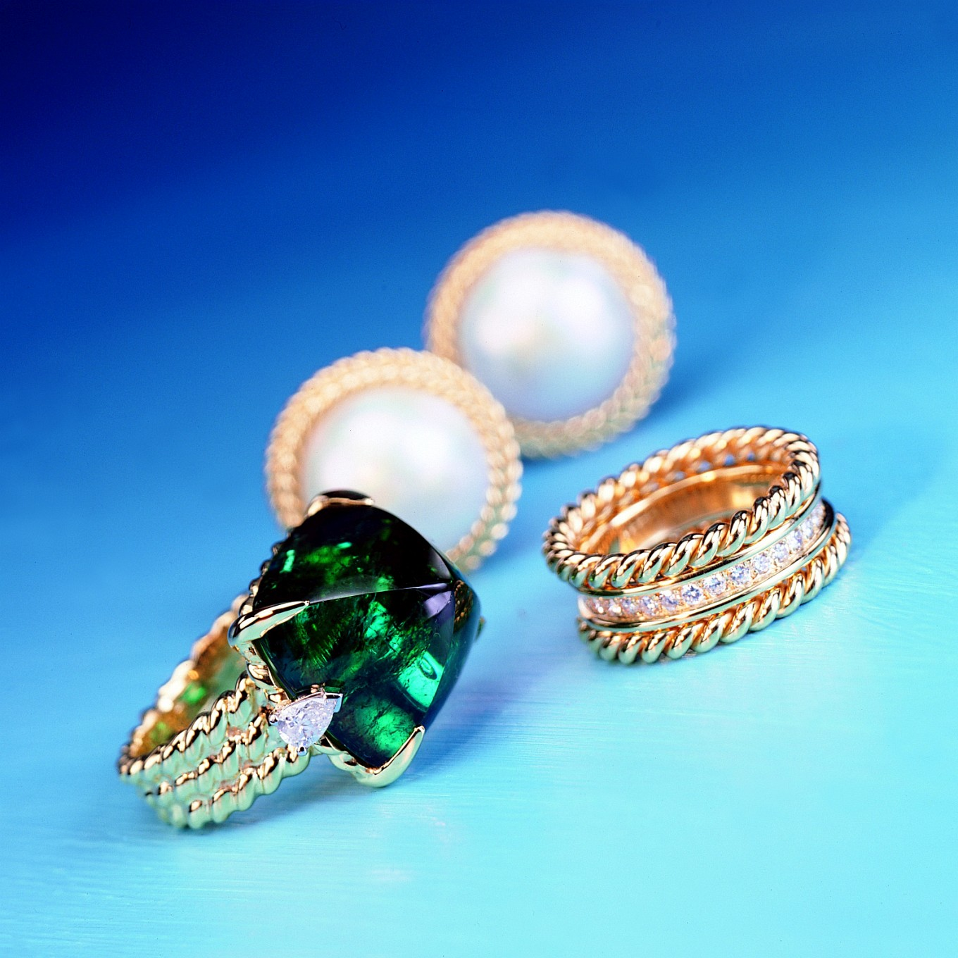'BRAID' DESIGNS - GOLD BANDS, MABE PEARL EARRINGS & GREEN TOURMALINE RING