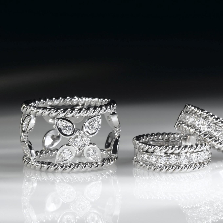 SEVILLA DIAMOND RING. BRAID DIAMOND EARRINGS