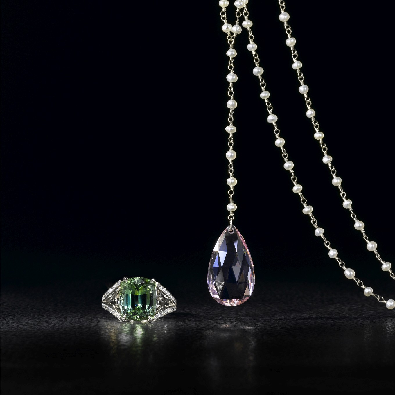 GREEN TOURMALINE & DIAMOND RING. NATURAL PEARL & WHITE GOLD DROP NECKLACE WITH MORGANITE BRIOLETTE
