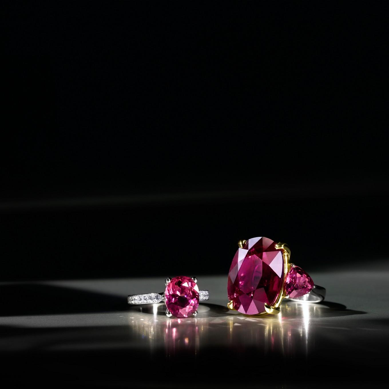 OVAL PINK TOURMALINE & DIAMOND RING. 3 STONE PINK TOURMALINE RING IN YELLOW GOLD & PLATINUM