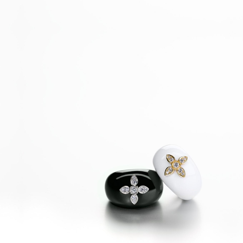 COCHOLONG & YELLOW GOLD SEVILLA RING. BLACK JADE & WHITE GOLD SEVILLA RING