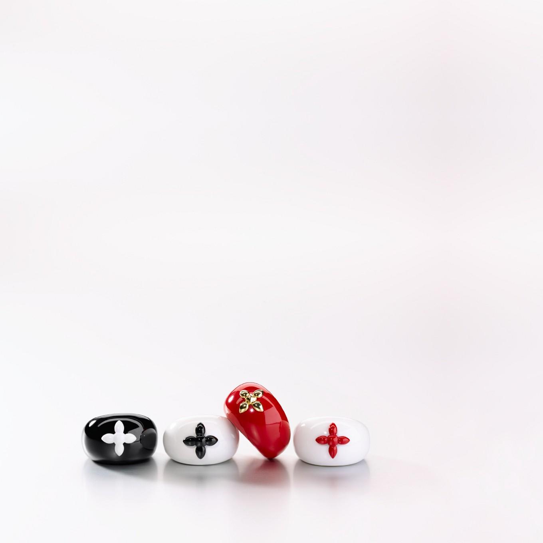 HARDSTONE SEVILLA RINGS FROM LEFT: BLACK JADE & COCHOLONG, COCHOLONG & BLACK JADE, CORAL & YELLOW GOLD, COCHOLONG & CORAL