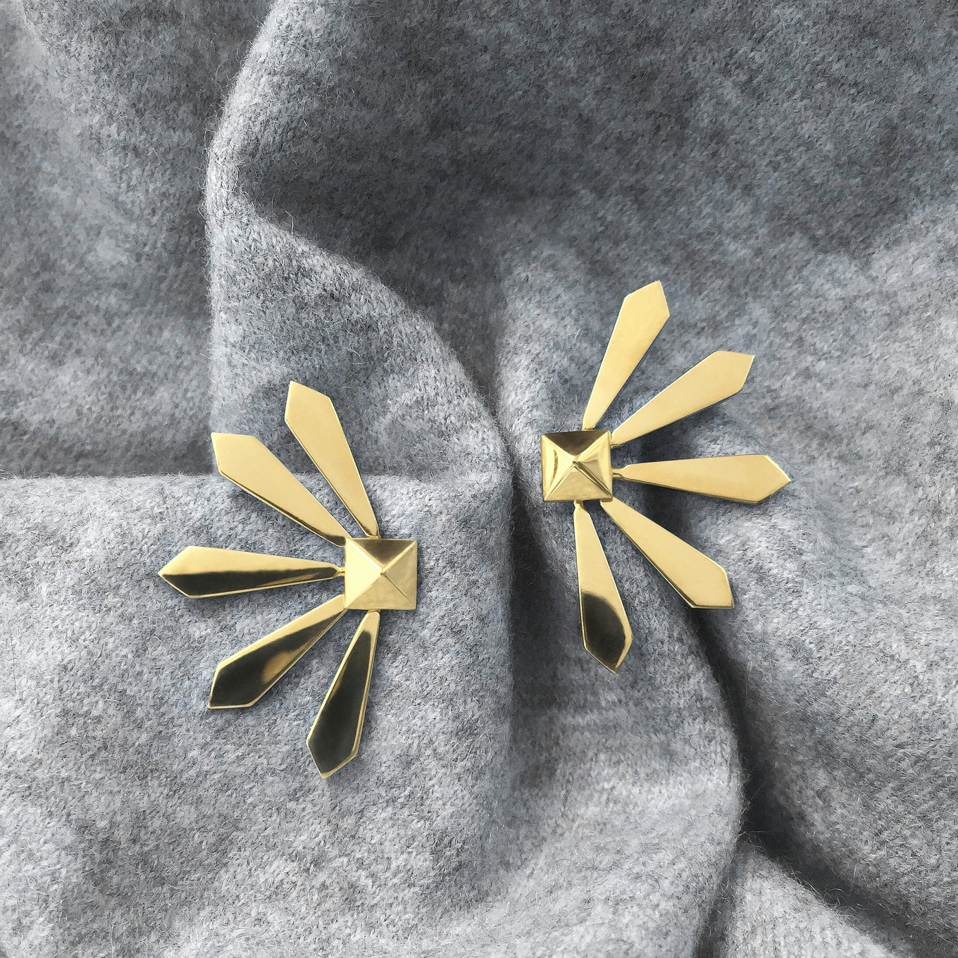 YELLOW GOLD FLARE EARRING JACKETSPAIRED WITH PYRAMID STUDS IN YELLOW GOLD