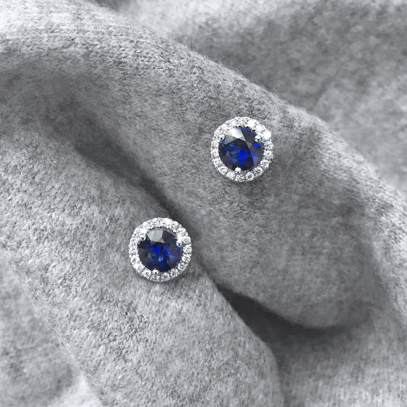 SAPPHIRE 0.65 CTS & DIAMOND 0.15 CTS STUDS IN WHITE GOLD