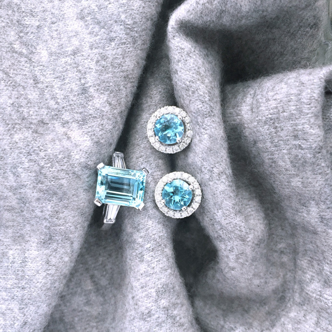 EMERALD CUT AQUAMARINE & DIAMOND RING IN PLATINUM BRILLIANTBRILLIANT CUT AQUAMARINE  & DIAMOND STUDS