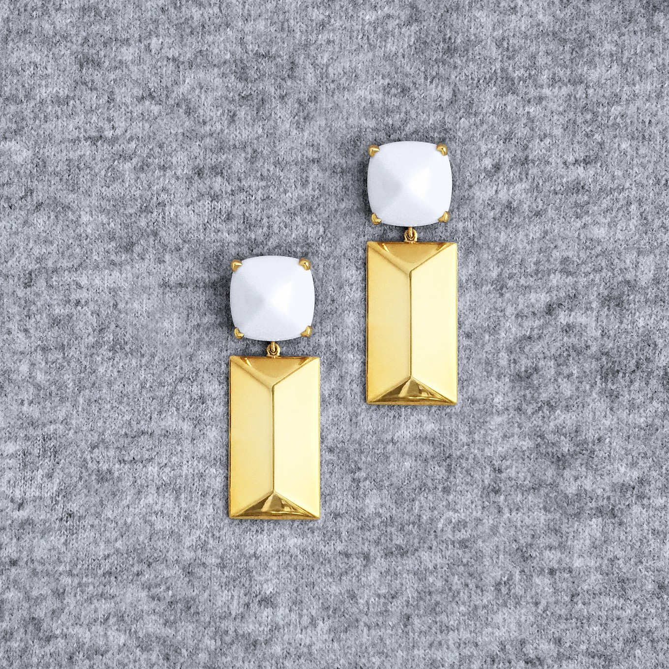 G SERIES COCHOLONG & YELLOW GOLD DOUBLE PYRAMID EARRINGS