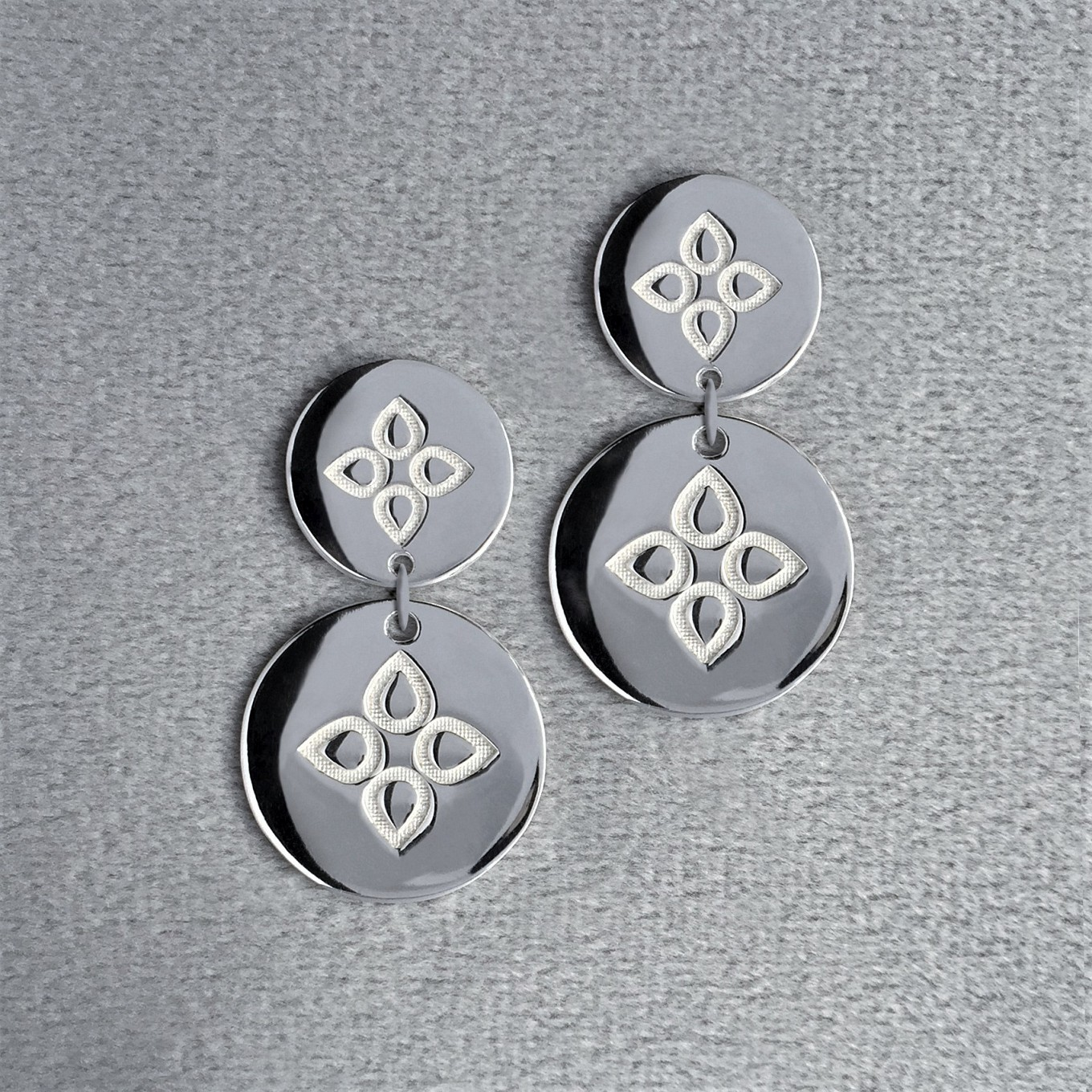 Double disc sevilla motif earrings in sterling silver