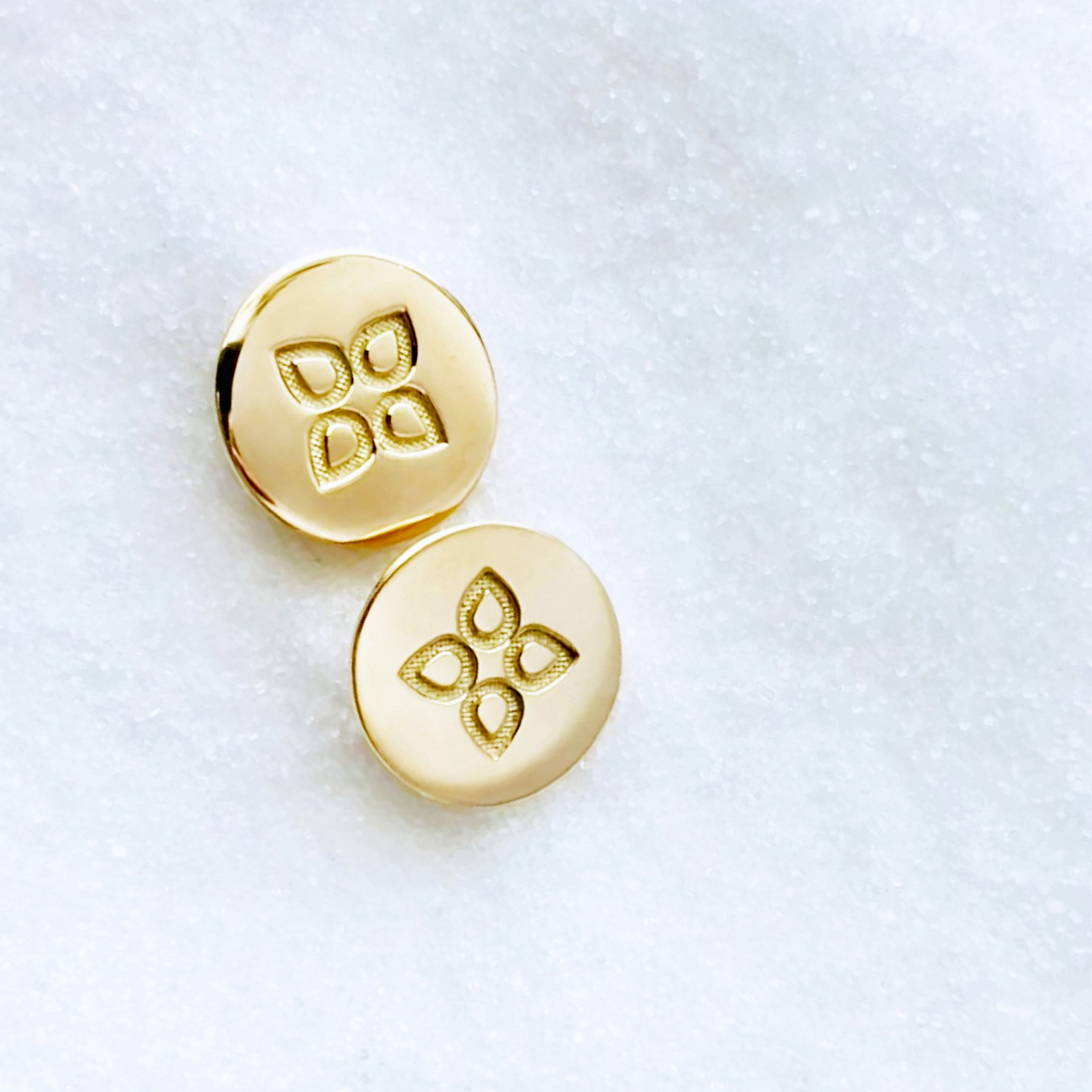 10 MM LOVE DISC EARRINGS & YELLOW GOLD