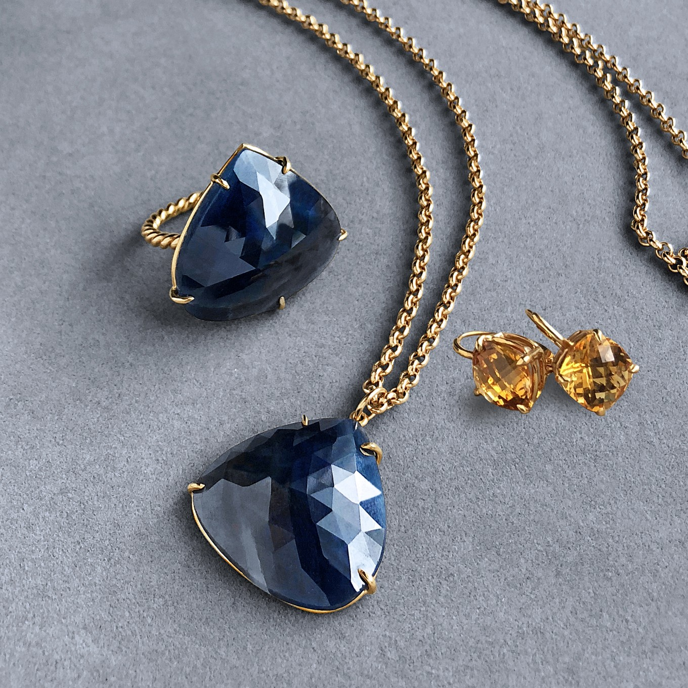 ROSE CUT SAPPHIRE RING & PENDANT & CITRINE DROP EARRINGS IN YELLOW GOLD